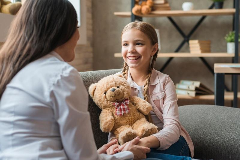 ההשפעה של מנגנונים גופניים על הקשר בין רגשות חיוביים של ילדות ואימהות